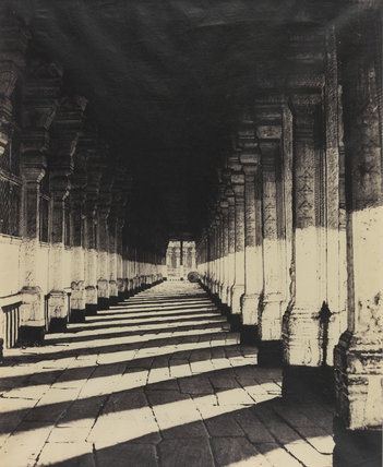 Aisle on the South Side of the Puthu Mundapum, Madura, from the Western Portico