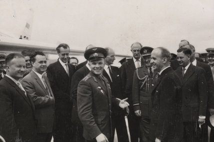 It was claps all round as Yuri Gagarin walked down from his aircraft at London airport, 11th July 1961.