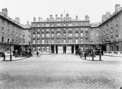 The Euston Hotel at the London & North Western Railway's Euston station, 1915