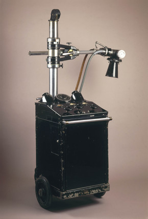 Mobile X-ray machine for ward use, 1940-1955.