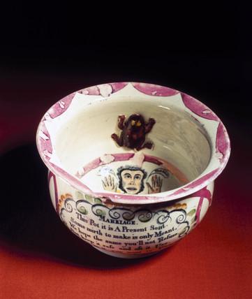 Chamber pot, 19th century.
