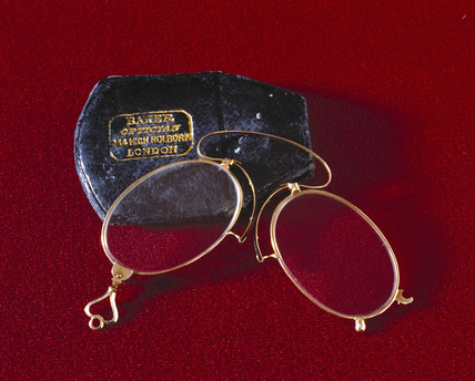Pince-nez spectacles with case, English, 1870-1920.