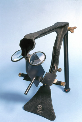 Kinetic stereoscope, 1920-1940.