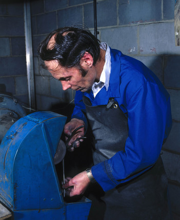Instrument polishing, Arnold & Sons, Essex, 1981.