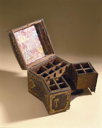 Italian medicine chest, 1600-1750.