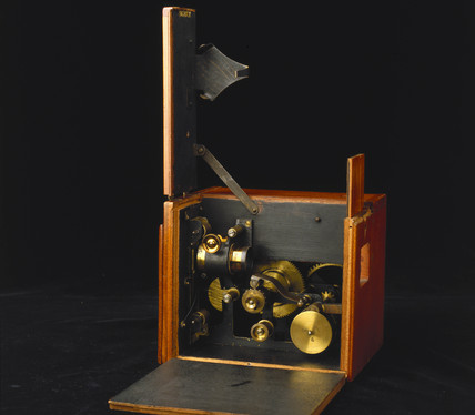 Birtac combined camera and projector, 1898.