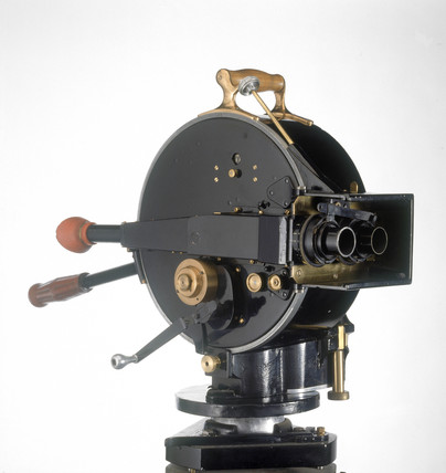 Akeley 35mm cine camera, 1918.