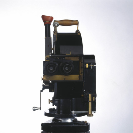 Akeley 35mm cine camera, 1918.