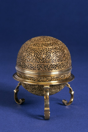 Oval goa stone in an oval gold case, Indian.