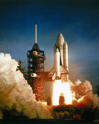 First launch of the Space Shuttle, mision STS-1, 1981.