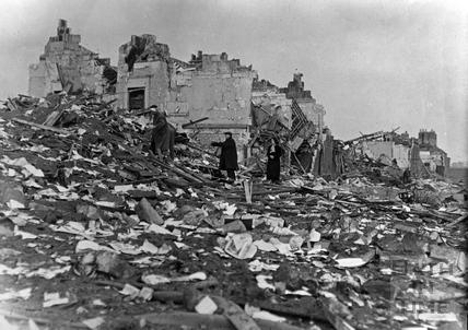 Searching the ruins of working mens dwellings, Elm Grove Terrace, Twerton April 1942