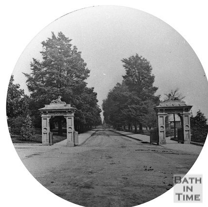 The entrance to Royal Avenue, below the Royal Crescent c.1880