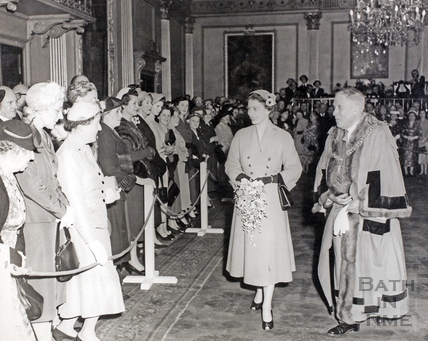 Queen Elizabeth with the Mayor, in the Guildhall 1956