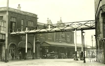 The Garibaldi Bridge, Bath Spa Station c.1930