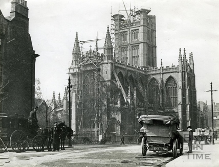 Bath Abbey having its pinnacles replaced in 1906
