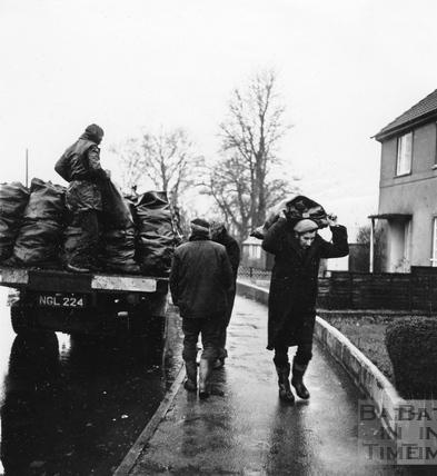 Coalmen doing the rounds, Feb 1972