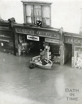 Floods in Southgate Street, December 1960