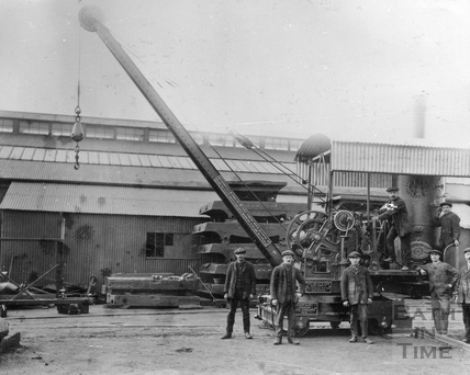 Stothert & Pitt steam crane at Victoria Works, c.1912