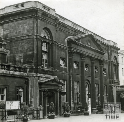 The dirty facade of the Pump Room, 19 July 1962
