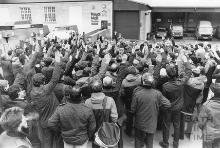 Posties voting to strike at the Post Office 13 Jan 1988