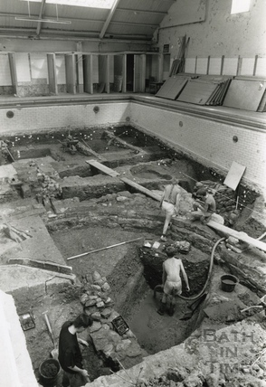 Archaeologists digging the defunct Beau Street Baths 1989