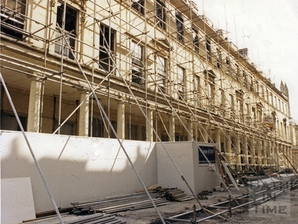Scaffolding erected to the Bath Street facade of the Bath Treatment Centre, 2 August 1986