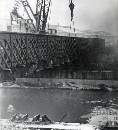 Removing one of the spans across the River Avon at Green Park station, Jan 1968
