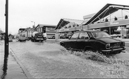 Lower Bristol Road in flood, 6 Feb 1990