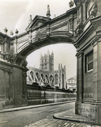 View from York Street to the Abbey c.1930s