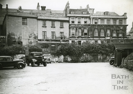 Sawclose, looking towards the Theatre Royal and Garrick's Head c.1950s
