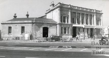Green Park Station after renovation, 14 April 1982