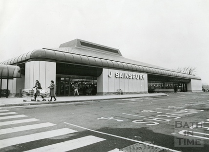 The newly built Sainsburys superstore at Green Park station, 22 Dec 1982