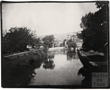 Pulteney Bridge, viewed from North Parade Bridge c.1900