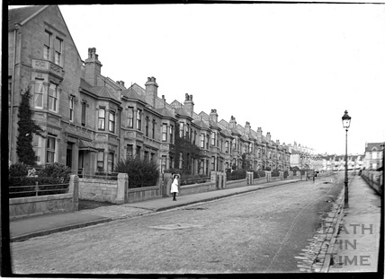 Shakespeare Avenue looking up. c.1905