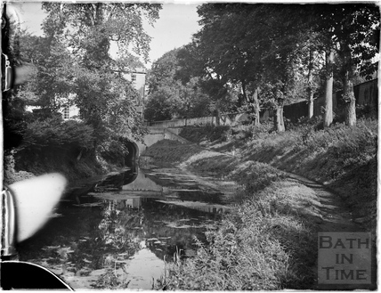 The Kennet and Avon Canal towards Cleveland House, Bathwick, Bath July 1954