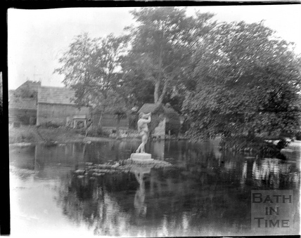 The lake and statue in the grounds of an unknown house, c.1930s
