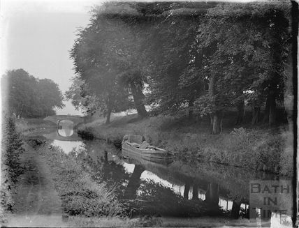 Narrow boat on the Kennet and Avon Canal, Bathampton c.1920