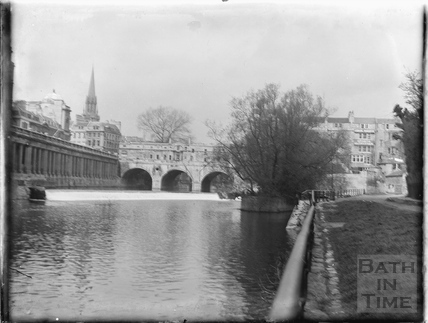 Pulteney Bridge and River Avon c.1950s