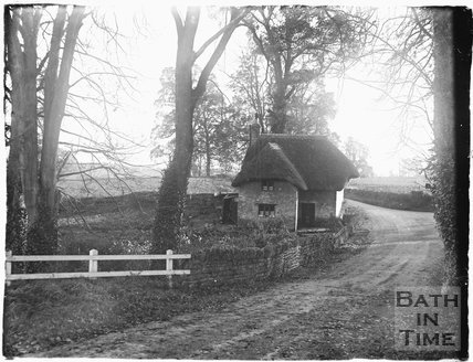 Thatched cottage at Farleigh Hungerford c.1920s