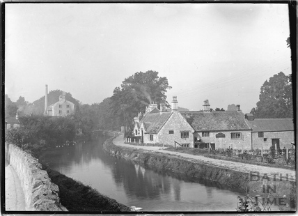 The Kennet and Avon Canal and George Inn, Bathampton c.1930