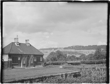 The lock keepers cottage on the Kennet and Avon Canal, Bathwick, Bath c.1930
