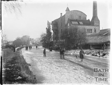 The frozen Kennet and Avon Canal, Bathampton c.1920