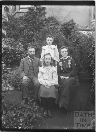 Unidentified group portrait c.1910s