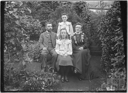 Unidentified group portrait c.1910s