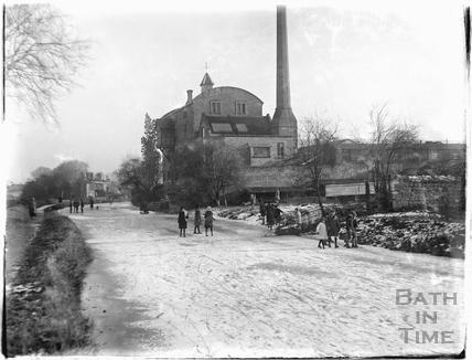Frozen Kennet and Avon Canal, Bathampton outside Harbutt's Plasticine works c.1920