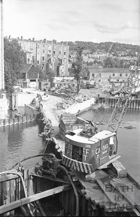 Pulteney Bridge showing weir redevelopment July 1970