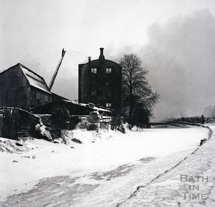 Harbutts Mill on fire, Bathampton 6 Feb 1963