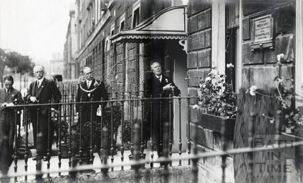 Dr. F.A. Bather, President of the Geological Society, unveils a tablet to commemorate William Smith at 29 Great Pulteney Street, 10 July 1926