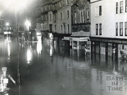 Flooded Southgate Street, 1960