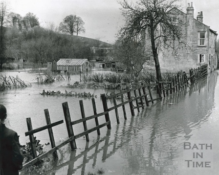 The flooded Yewmead Cottages, Brassmill Lane, Bath 1960